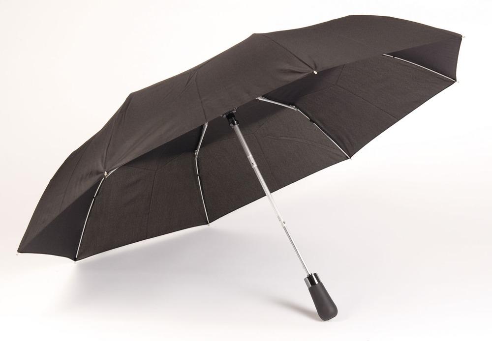 Klassiske sorte paraplyer går aldrig af mode